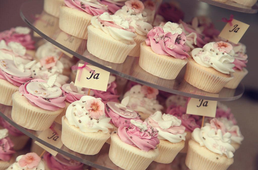 Pink & White Cupcakes